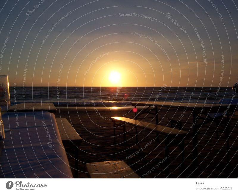 Sonnenuntergang Meer Tisch Bank dunkel Wasser Sonne ruhig hell Erholung