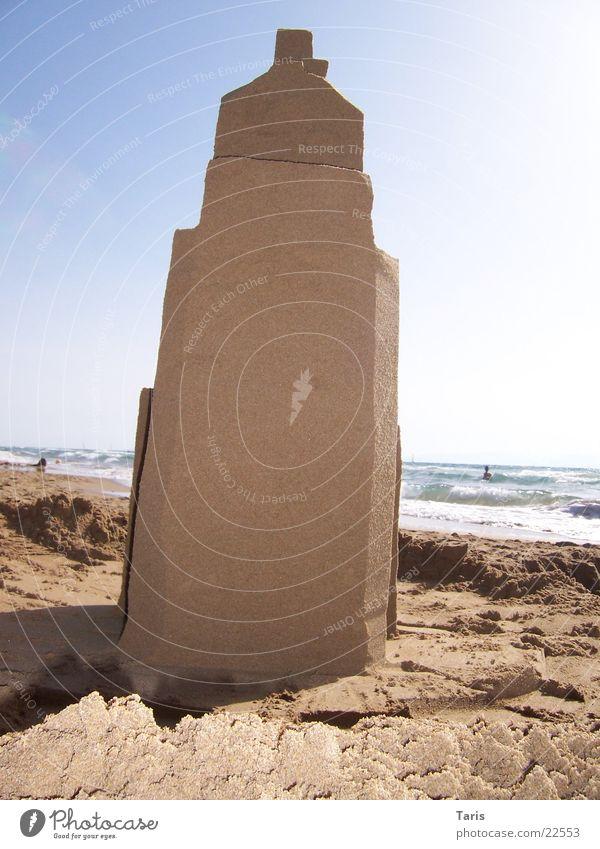 Sandburg II Wand Haus Meer Strand braun Architektur hoch Turm Schatten Sandwände Himmel