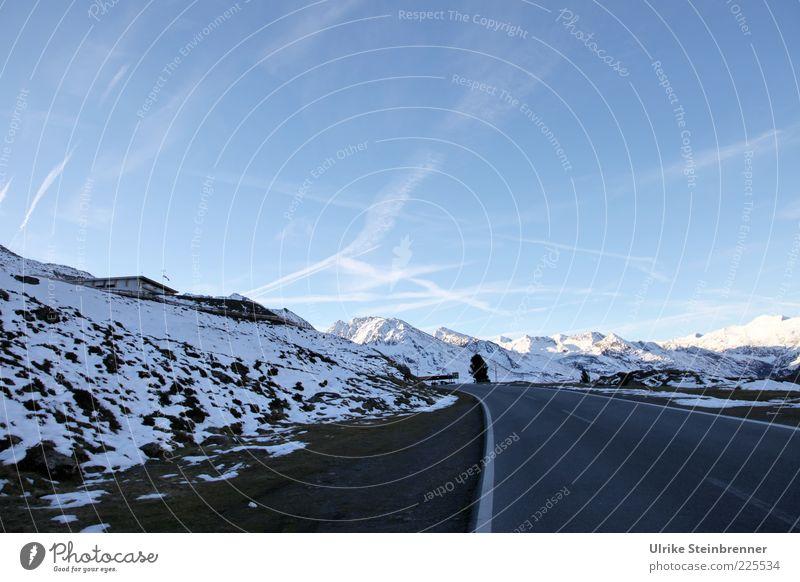On the road again II Natur Landschaft Himmel Sonnenlicht Herbst Schönes Wetter Schnee Alpen Berge u. Gebirge Schneebedeckte Gipfel Verkehrswege Straße kalt