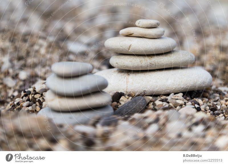 zweisam Italien Sizilien Urlaub Unschärfe Tag Textfreiraum oben Menschenleer Außenaufnahme Farbfoto Steinhaufen Steinturm Turm Steinmännchen Zusammensein