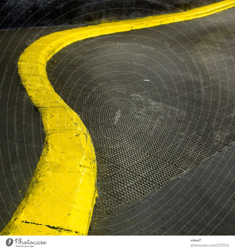 gute Form gelb Straße Farbe Linie Schilder & Markierungen Beton Ordnung Design modern ästhetisch trist einzigartig einfach lang Parkhaus gekrümmt