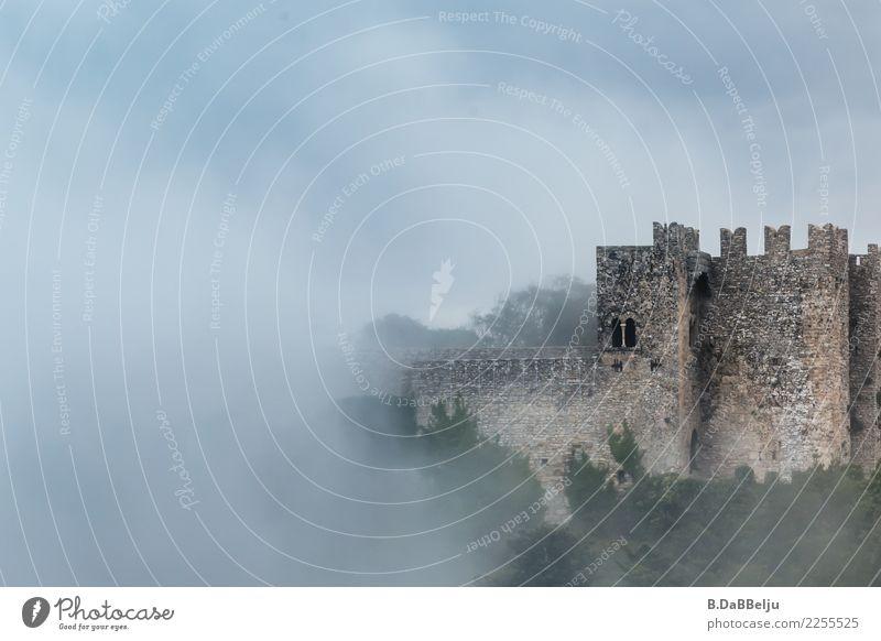 Nebelburg Ferien & Urlaub & Reisen Tourismus Ausflug Sightseeing Städtereise Herbst Sizilien Europa Altstadt Burg oder Schloss Turm Gebäude Mauer Wand