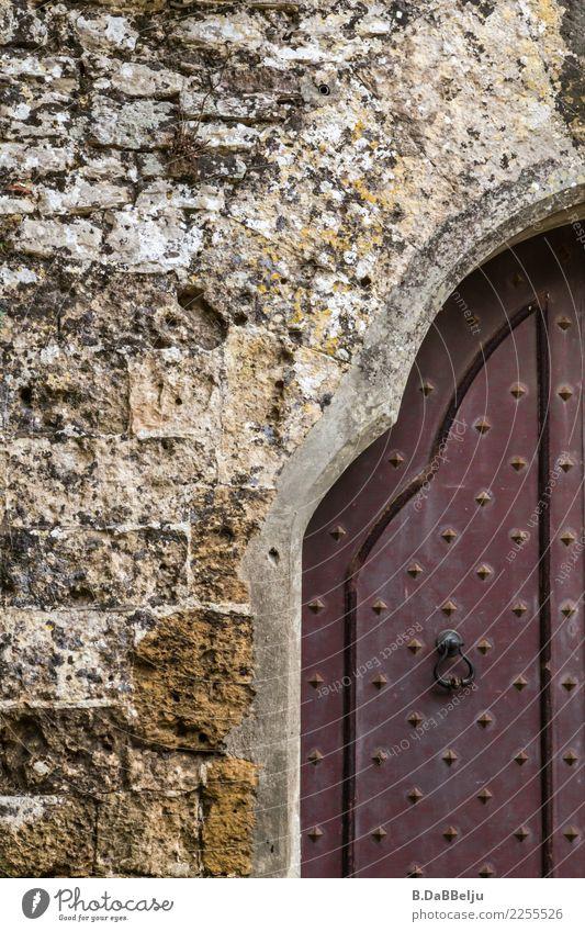 Tor Italien Sizilien Urlaub Außenaufnahme Burgmauer Ritterzeit Burg oder Schloss Mauerstein Torbogen Holztür alt Farbfoto Menschenleer historisch Altstadt