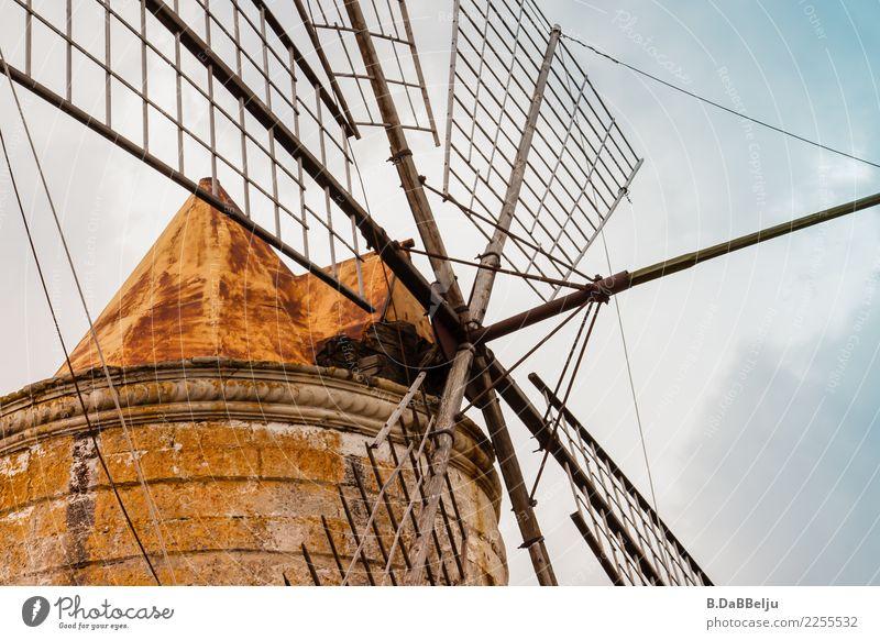 Ohne Wind nichts los... Ferien & Urlaub & Reisen Tourismus Ausflug Sightseeing Windkraftanlage Sizilien Italien Europa Windmühle Windmühlenflügel Dach