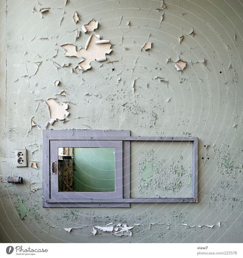 Durchsicht Mauer Wand Fassade Fenster Beton Holz Zeichen alt dreckig dünn einfach Freundlichkeit klein positiv grün Einsamkeit Ende Leichtigkeit Ordnung