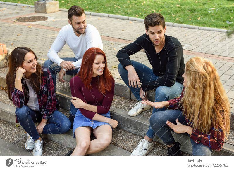 Gruppe junge Leute zusammen draußen im städtischen Hintergrund Frau Mensch Jugendliche Mann Junge Frau schön Junger Mann Freude 18-30 Jahre Straße Erwachsene