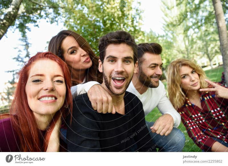 Frau Mensch Jugendliche Mann Junge Frau schön Junger Mann Freude 18-30 Jahre Straße Erwachsene Lifestyle Gefühle feminin lachen Glück