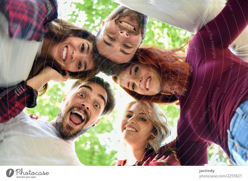 Gruppe junge Leute zusammen draußen Lifestyle Freude schön Mensch maskulin feminin Junge Frau Jugendliche Junger Mann Erwachsene Freundschaft 5 Menschengruppe