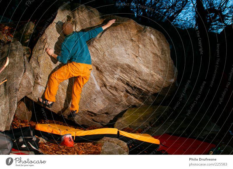Boulder Cresciano Mensch Natur Ferien & Urlaub & Reisen Umwelt Kraft Freizeit & Hobby Abenteuer Klettern festhalten Mütze Leidenschaft anstrengen Bergsteigen