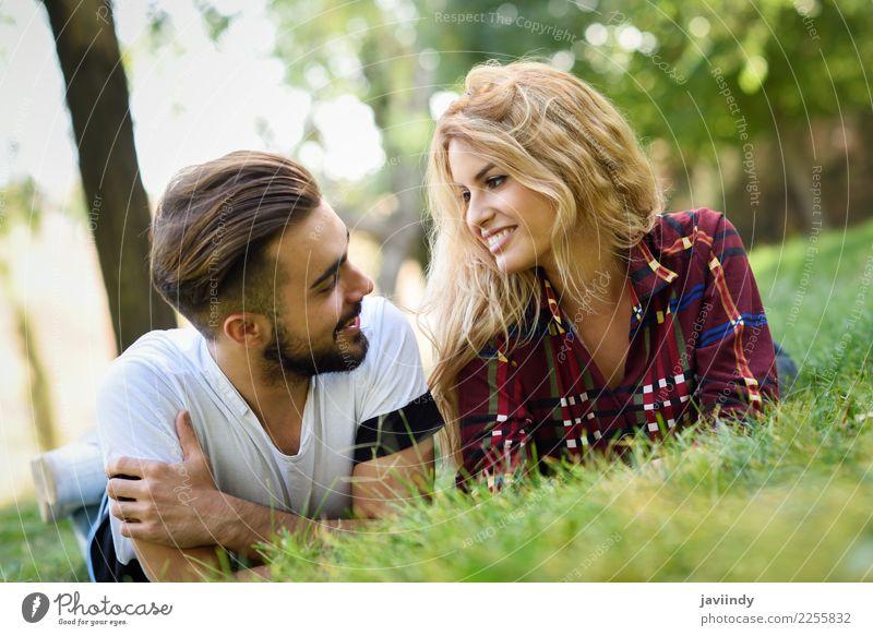 Frau Mensch Natur Jugendliche Mann Junge Frau Sommer schön grün Junger Mann Freude 18-30 Jahre Erwachsene Lifestyle Herbst Liebe