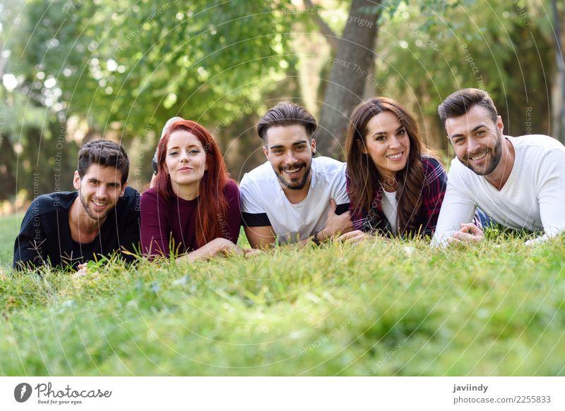 Gruppe junge Leute zusammen draußen im städtischen Park Lifestyle Freude Glück schön Mensch maskulin feminin Junge Frau Jugendliche Junger Mann Erwachsene