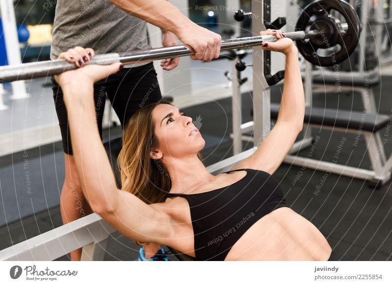 Frau Mensch Jugendliche Mann Junge Frau Junger Mann weiß 18-30 Jahre Erwachsene Lifestyle Sport maskulin Körper Kraft Aktion Fitness