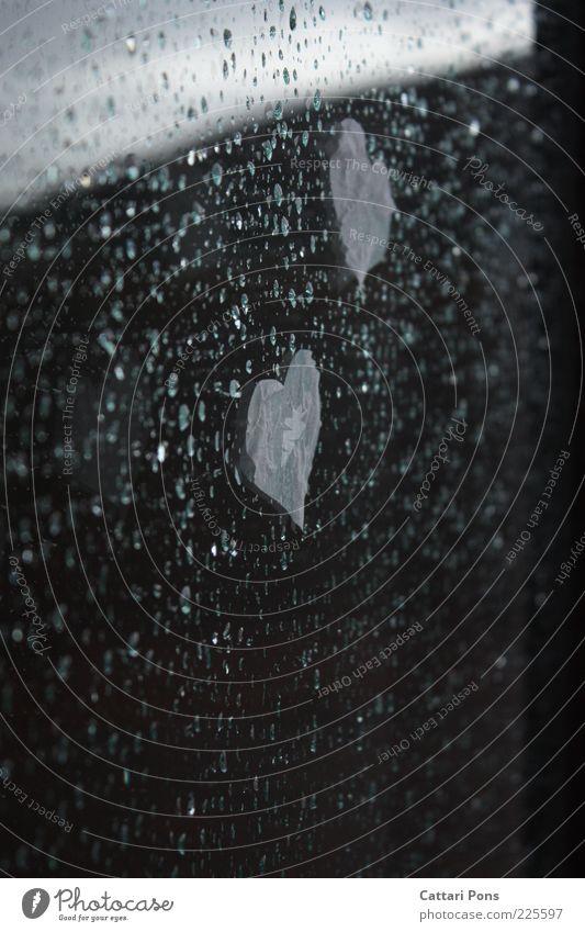 rainy day Wasser Fenster grau Regen klein Wetter Herz nass Wassertropfen Papier Tropfen Regenwasser Fensterscheibe kleben herzförmig festgeklebt