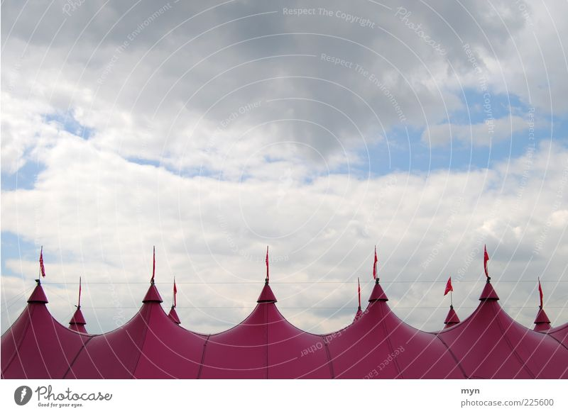 Zirkus Entertainment Veranstaltung Jahrmarkt Kunst Theater Kultur Show Himmel Wolken Wetter Unwetter Zelt Kunststoff Erholung rosa Stimmung Zirkuszelt Fahne