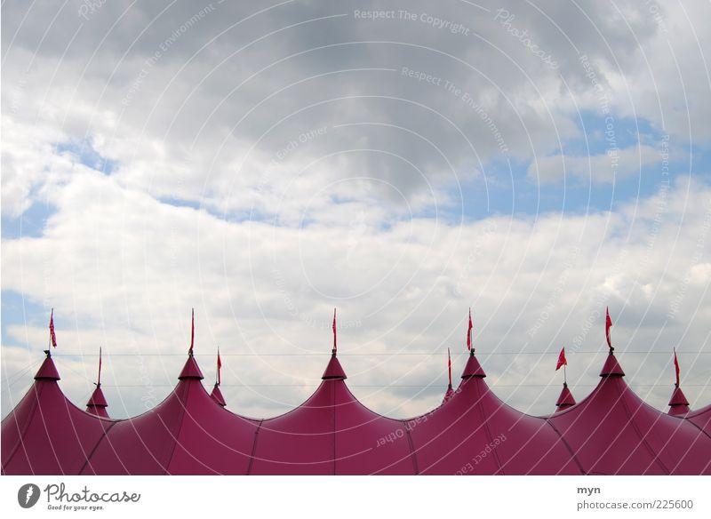 Zirkus Himmel Wolken Erholung Stimmung Kunst Wetter rosa Show Spitze Kultur Fahne Kunststoff Unwetter Theater Veranstaltung Jahrmarkt
