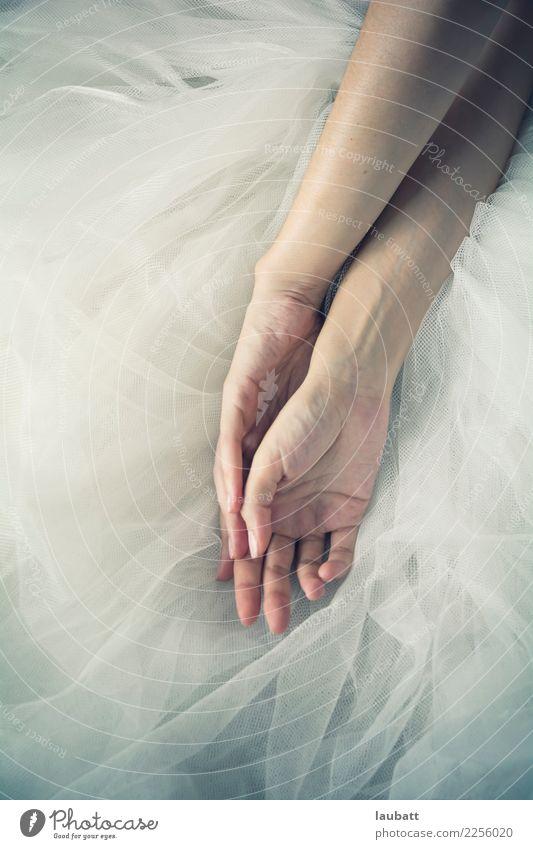 Ballerina ruht elegant Stil schön Körper Haut Maniküre Kosmetik Creme Sinnesorgane Kur Frau Erwachsene Arme Hand Kunst Tänzer Balletttänzer Tüll Senior
