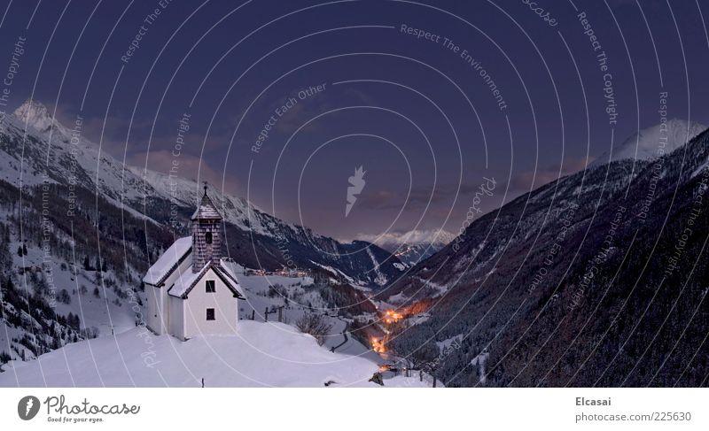 Virgental blau Winter ruhig Ferne dunkel Schnee Berge u. Gebirge Landschaft Lampe Kirche Alpen Dorf Nachthimmel Tal Nationalpark abgelegen