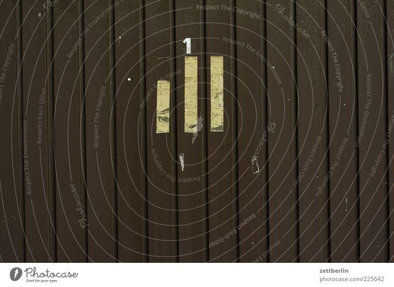 Die Nummer Eins Haus Mauer Wand Tür authentisch wallroth Ziffern & Zahlen Nudeln Garage Tor Garagentor Holz Holzwand Streifen Furche Beschriftung geschlossen