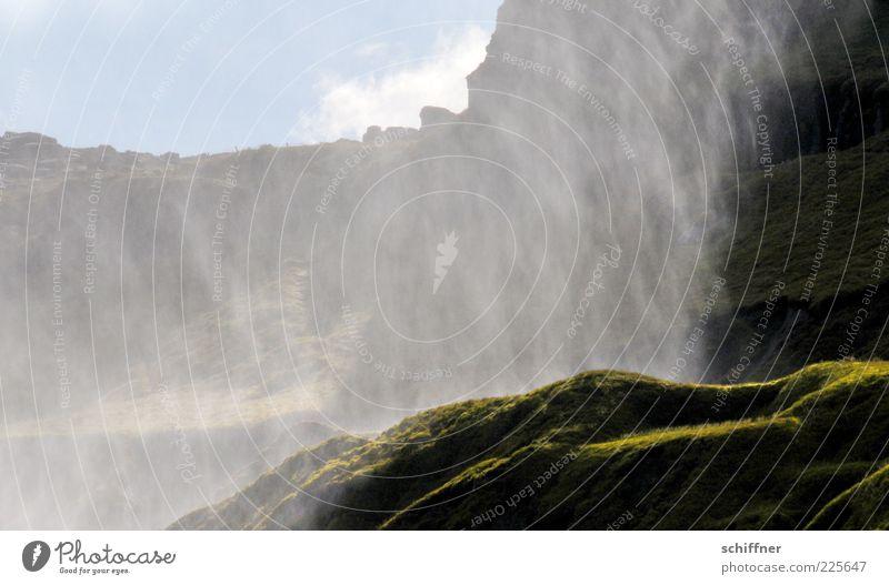 Wasservorhang Umwelt Natur Landschaft Urelemente Wassertropfen Schönes Wetter Gras Felsen Berge u. Gebirge Schlucht Wasserfall außergewöhnlich Gischt