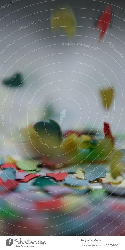 Konfetti Bewegung Papier fallen Punkt Zeichen entdecken werfen rieseln Dinge Schnipsel