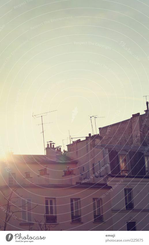 Hotelausblick II Himmel alt Haus Wand Fenster Wärme Mauer Fassade Dach Antenne Altbau Sonnenuntergang