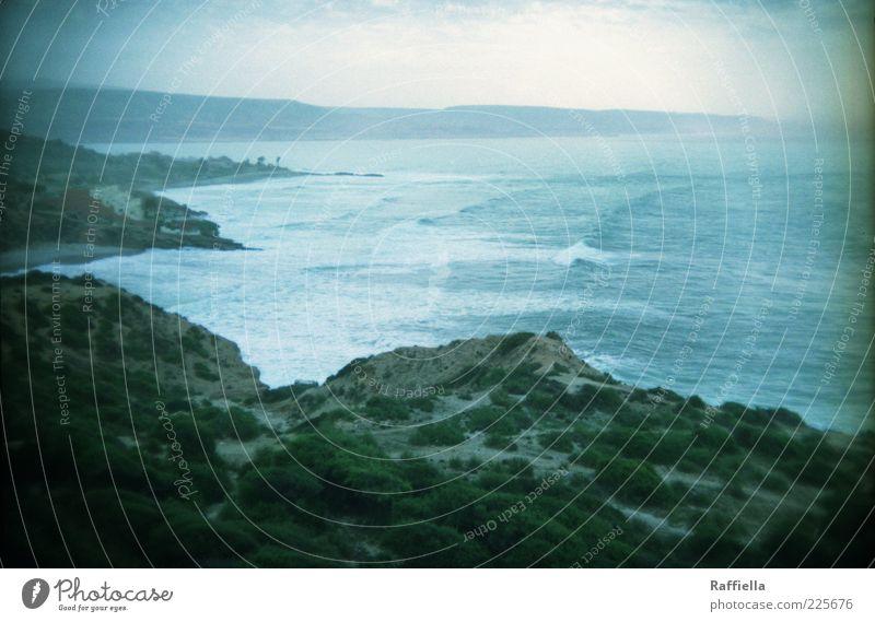 fernweh Natur Landschaft Erde Wasser Himmel Wolken Pflanze Sträucher Wellen Meer Küste außergewöhnlich blau grün Berge u. Gebirge Bucht Marokko Farbfoto