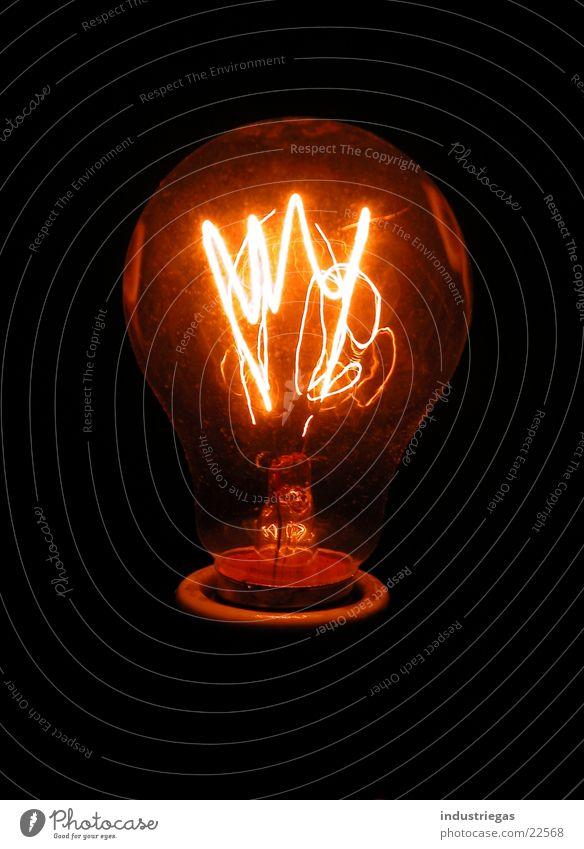 glühbirne01 Glühbirne Glühdraht Draht Spirale dunkel Licht Kolben Lampe glühen heiß Neonlicht Elektrisches Gerät Technik & Technologie Wolfram Brand Glas
