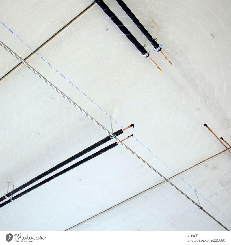offen weiß Wand oben Mauer Metall Linie Fassade Beton modern neu authentisch einfach dünn Zeichen Röhren