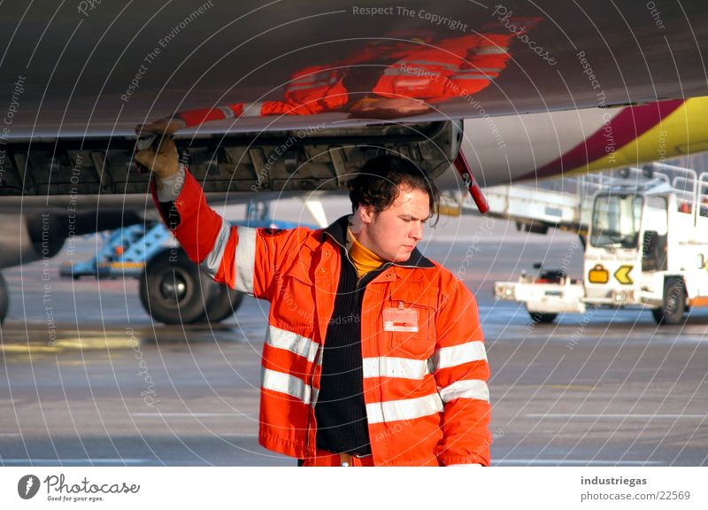 tankwart Flugzeug Luftverkehr Flughafen tanken Tankwart