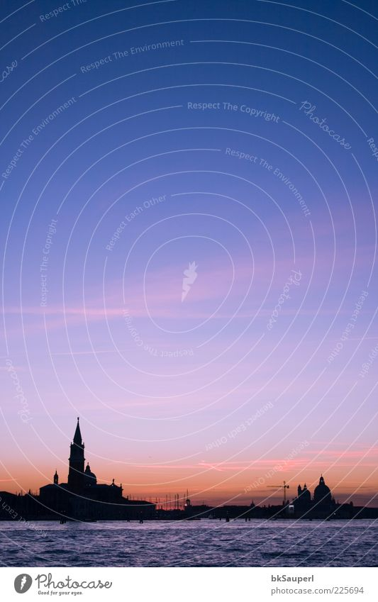 Dämmerung in Venedig elegant schön Erholung Ferien & Urlaub & Reisen Ferne Meer Wasser Himmel Wolken Schönes Wetter Küste Stadt Hauptstadt Hafenstadt Skyline
