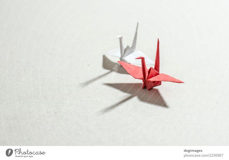 Hintergrund Freizeit & Hobby Spielen Dekoration & Verzierung Handwerk Kunst Tier Vogel Papier Spielzeug rot weiß Hoffnung Origami Kranich Japan Objektfotografie