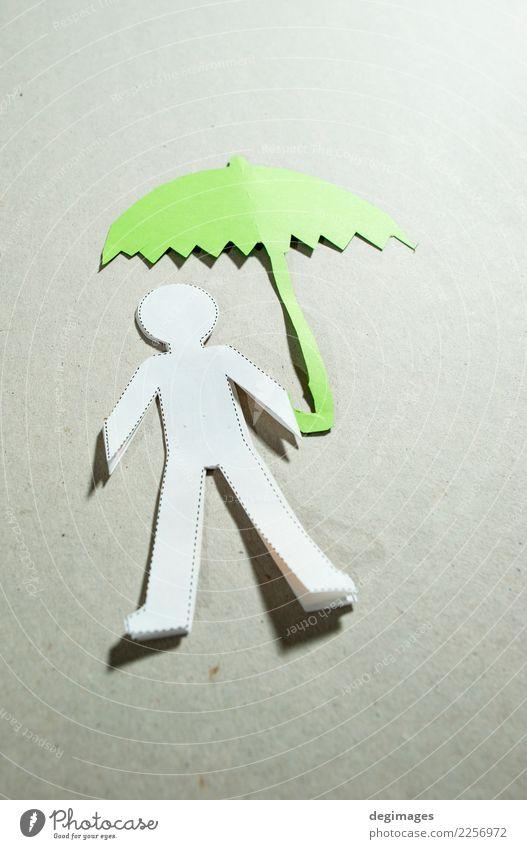 Fugire von Männern und Regenschirm Mensch Mann Erwachsene Hand Wetter Papier unten grün schwarz weiß Sicherheit Schutz Versicherung Menschen Ausschnitt