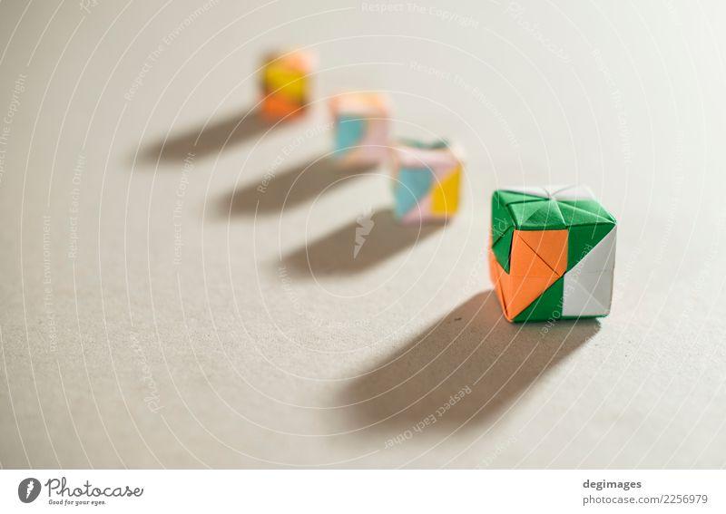 Origami-Würfel Spielen Dekoration & Verzierung Schule Handwerk Kindheit Kunst Papier Spielzeug weiß Farbe Kasten Quadrat vereinzelt farbenfroh Hintergrund