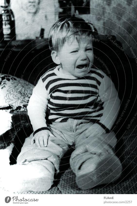 Kid Kind Trauer Angst Traurigkeit Junge Schmerz child weinen Tränen Schwarzweißfoto sitzen