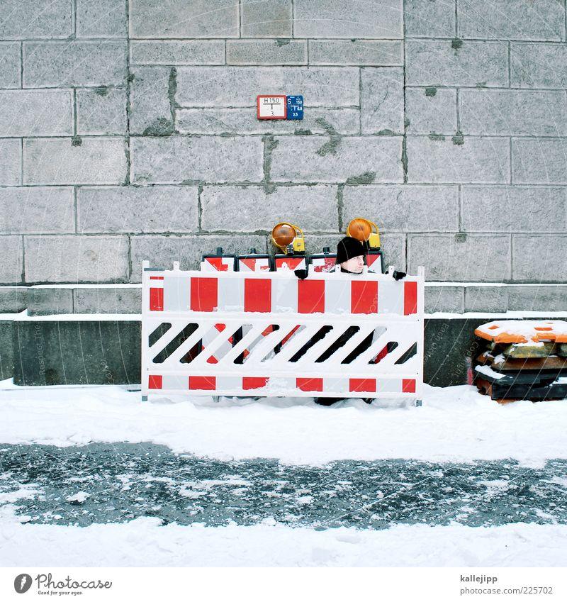 das leben ist eine baustelle Arbeit & Erwerbstätigkeit Beruf Baustelle Mensch Mann Erwachsene 1 Winter Eis Frost Schnee Blick Versteck Barriere Mauer