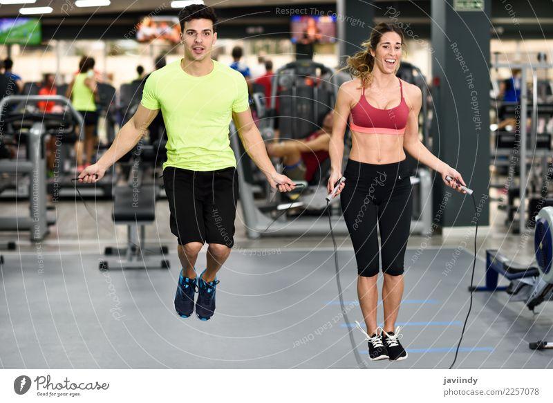 Training des jungen Mannes und der Frau mit springendem Seil Mensch Jugendliche Junge Frau schön Junger Mann weiß Freude Erwachsene Lifestyle lustig Sport