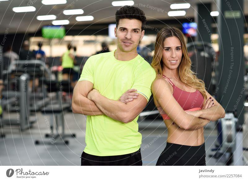 Personal Trainer des Mannes und der Frau in der Turnhalle. Mensch Jugendliche Junge Frau schön Junger Mann weiß 18-30 Jahre Erwachsene Lifestyle Sport feminin