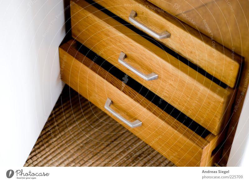 Schubladendenken Möbel Raum Schrank Holz eckig einfach braun weiß Ordnung offen aufmachen Spalte aufbewahren Farbfoto Innenaufnahme Detailaufnahme Menschenleer