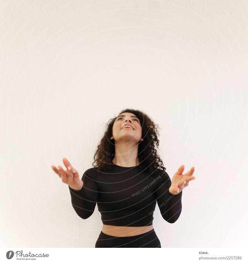 . Frau Mensch schön Freude Ferne Erwachsene Leben feminin Bewegung lachen Fröhlichkeit Lebensfreude warten beobachten Neugier festhalten