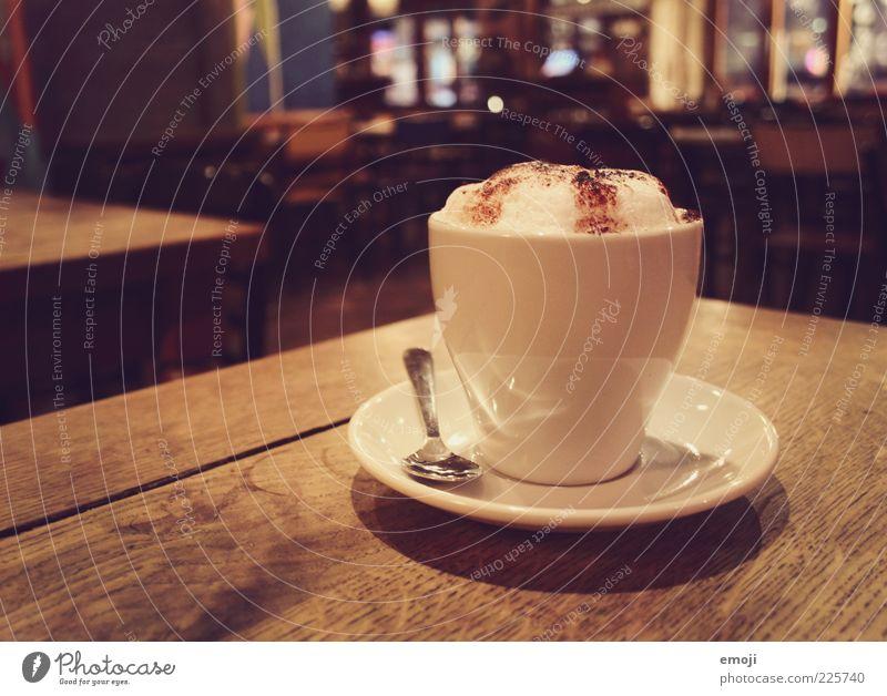 Café Getränk Heißgetränk Kaffee Tasse braun Cappuccino Koffein Schaum Löffel Farbfoto mehrfarbig Innenaufnahme Abend Kunstlicht Gastronomie lecker frisch