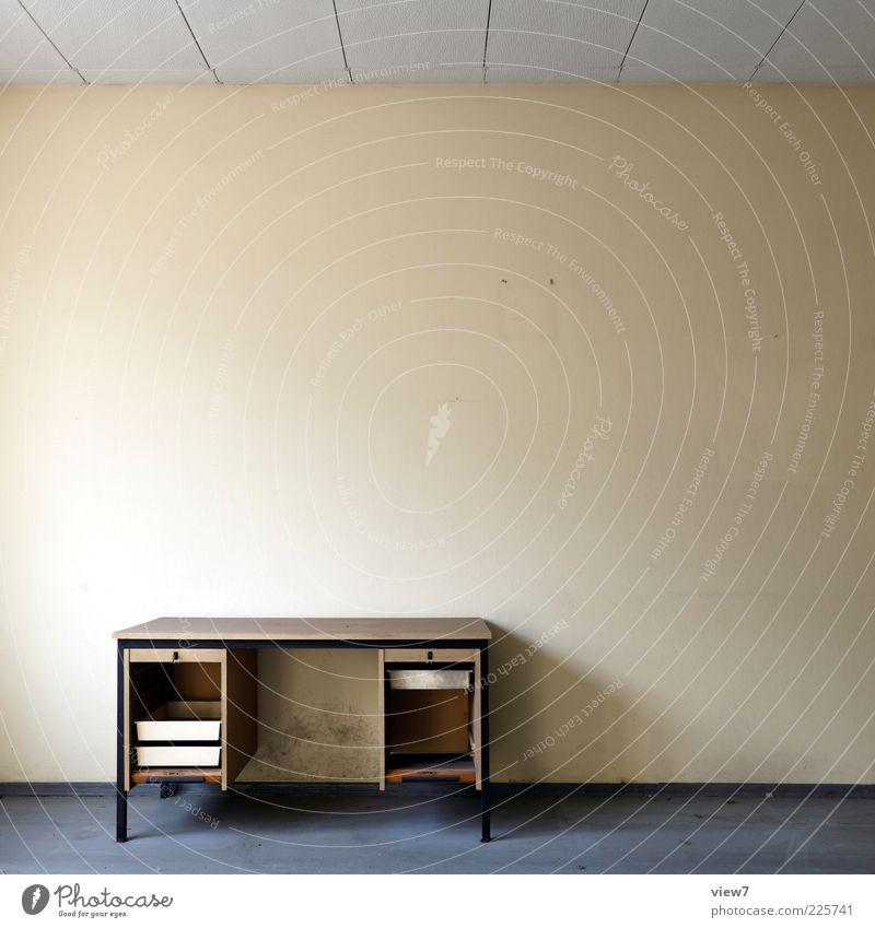 leer räumen:: alt Wand Holz Büro Stein Raum gehen Beton Armut Beginn ästhetisch Tisch Innenarchitektur authentisch Streifen