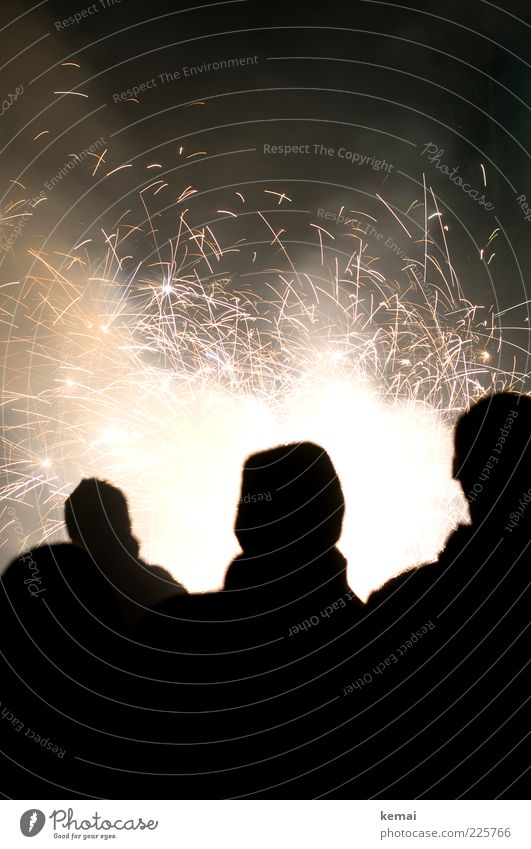 {400} Kleines Feuerwerk Mensch Freude Leben dunkel Party Lampe hell Feste & Feiern Silvester u. Neujahr brennen Funken sprühen Wunderkerze Pyrotechnik
