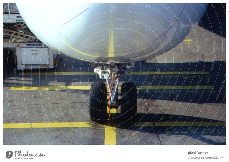 close up tyre / boeing 747 Flugzeug Luftverkehr
