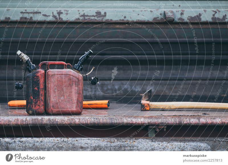 Forstarbeit Geräte Treibstoff Mensch Wald Holz Garten Arbeit & Erwerbstätigkeit Freizeit & Hobby laufen Landwirtschaft Beruf nachhaltig drehen anstrengen tragen