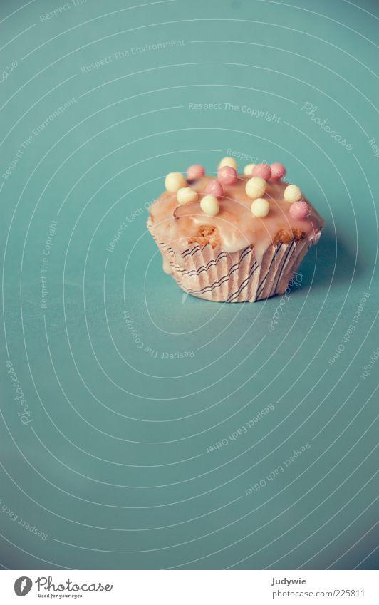 Ein Törtchen für euch Lebensmittel Teigwaren Backwaren Kuchen Süßwaren Ernährung Dekoration & Verzierung Muffin Zuckerguß lecker Kitsch süß blau rosa Kugel