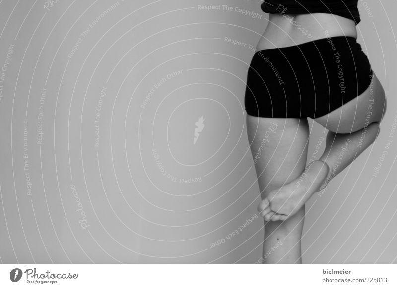 PIQUÉ Körper Wellness Meditation Tanzen Sport Yoga Mensch feminin Junge Frau Jugendliche Gesäß Fuß Balletttänzer Unterwäsche Stoff genießen Erotik Gesundheit