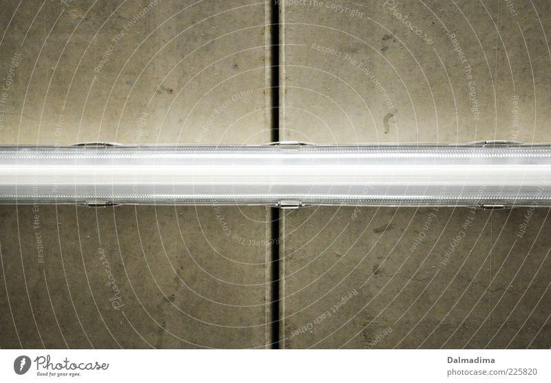 Licht Lampe Beton Energie Elektrizität leuchten hängen Decke Spalte abstrakt Muster Strukturen & Formen Leuchtstoffröhre