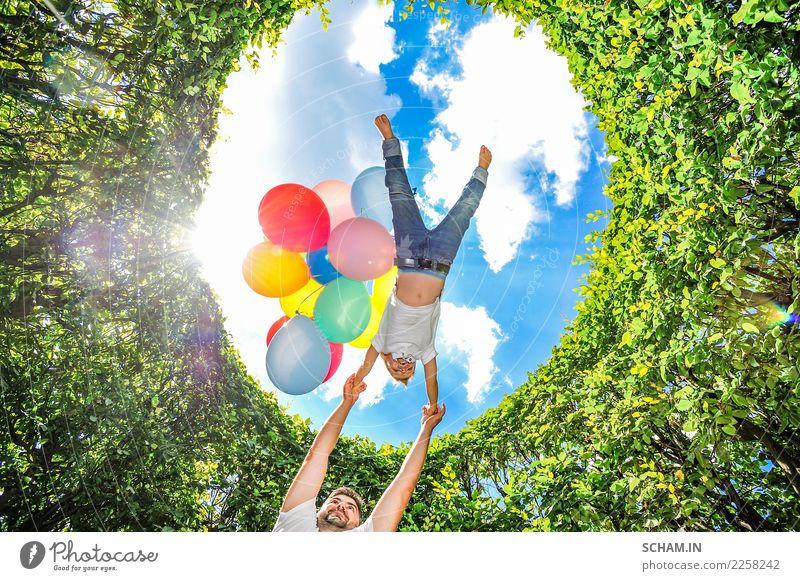 Kind Mensch Himmel Mann Pflanze blau Sommer schön grün weiß Landschaft Freude Erwachsene Leben Lifestyle Liebe