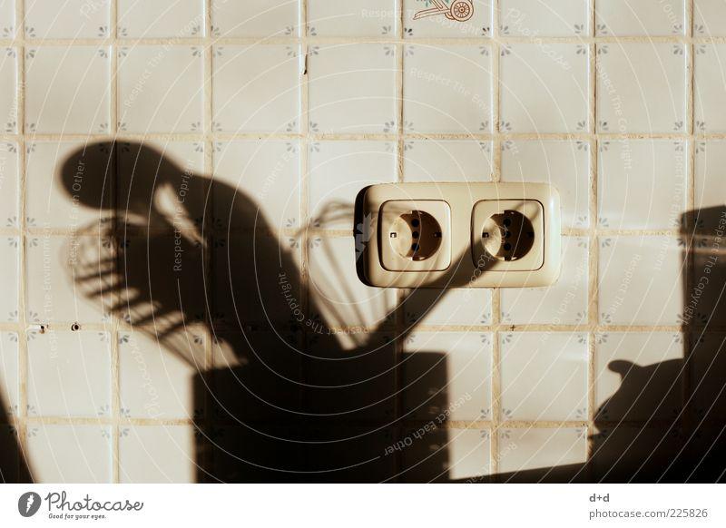 \\/°° Kochlöffel stagnierend Rührbesen Steckdose Küche Fliesen u. Kacheln Schatten Elektrizität Kücheneinrichtung Schöpflöffel Schöpfkelle Menschenleer