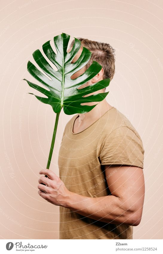 IDENTITY Stil Design Garten Junger Mann Jugendliche 18-30 Jahre Erwachsene Pflanze Blatt Mode T-Shirt brünett Bart festhalten ästhetisch elegant exotisch trendy